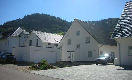 Neue Häuser in Münstertal