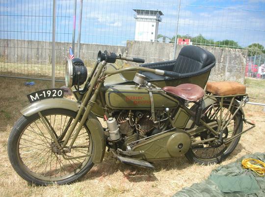 Eine alte Harley-Davidson-Militärmaschine
