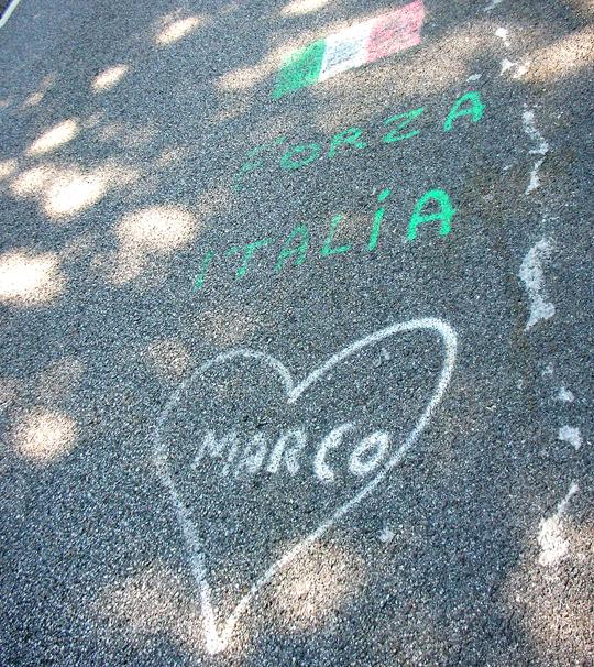 Straßengemälde vermutlich für Marco Pantani, auf der Straße zum Telégraphe pANTANI