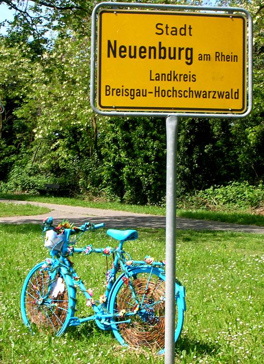 Weiter nach Neuenburg, wo die Brücke hinüberführt nach Frankreich. Der Ortseingang Nord.