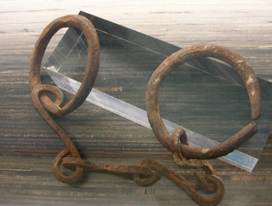Eine Fessel für Sklaven