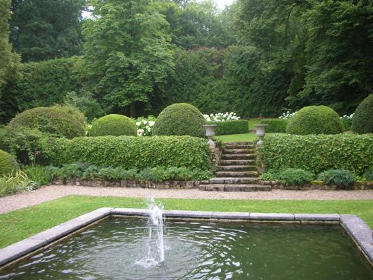 Wasser im Garten der Villa in Badenweiler, die vor langer Zeit der Dichter René Schickele bewohnte