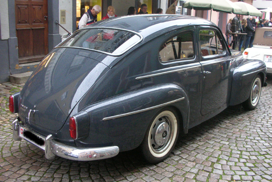 Der berühmte Buckel-Volvo in Staufen