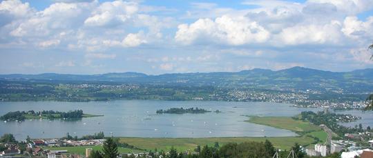 Blick auf den Zürisee - rechts der Damm, der hinüberführt nach Rapperswil