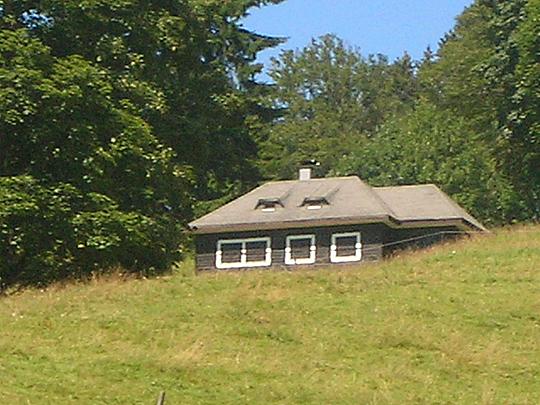 Heideggers Hütte oberhalb von Todtnauberg ... aber sicher bin ich mir nicht.