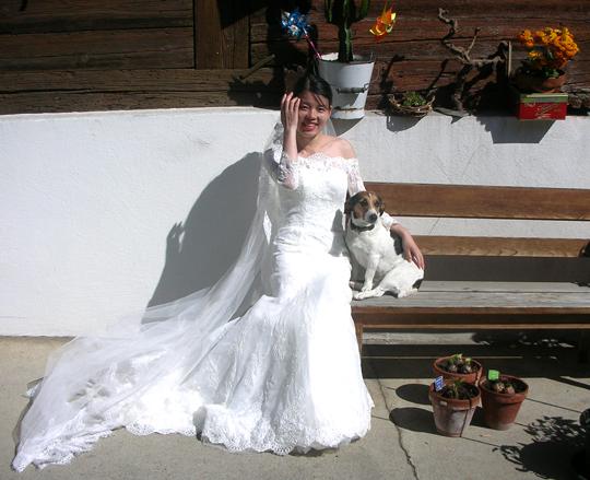 Eine junge Chinesin, die erst vor zwei Wochen geheiratet hatte