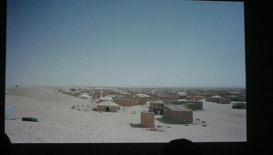 Gregor Sailer (Österreich, 1980) zeigte uns verschlossene, verbotene und einsame Siedlungen - hier eine Stadt von Flüchtlingen in der Sahara