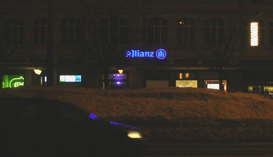 La Chaux-de-Fonds, nachts, auf der Hauptstraße