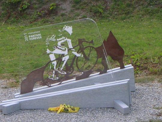 Kleines Monument für Pantani, auf dem Weg zum Galibier