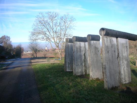 Segmente der Mauer oberhalb von Ballrechten-Dottingen (Baden)