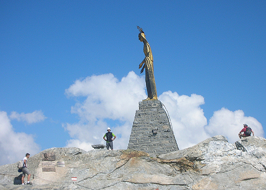 Statue der Madonna auf dem Monte Moro (Italien)