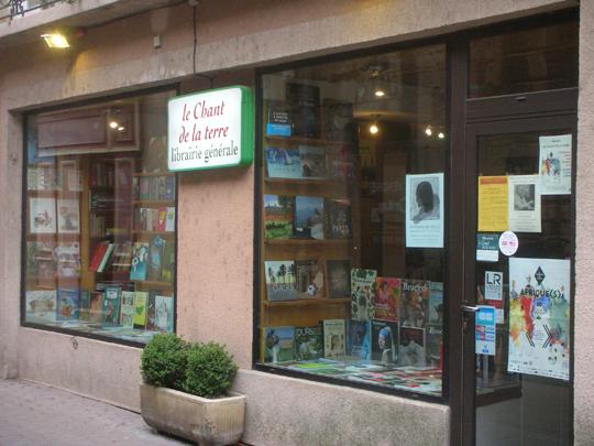 """Die Buchhandlung """"Der Gesang der Erde""""; www.lesamisduchantdelaterre.com"""