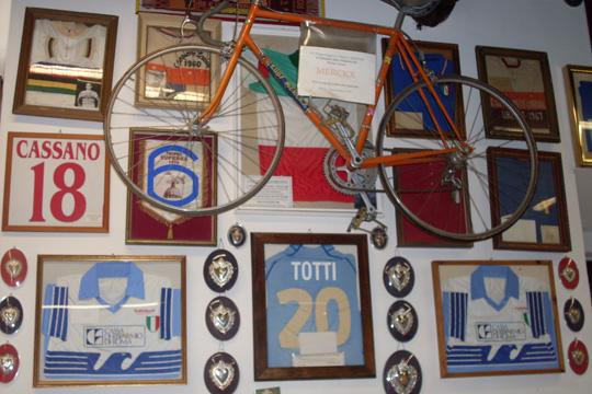 Eddy Merckx tat's ihm gleich, und Totti hatte ein Trikot übrig