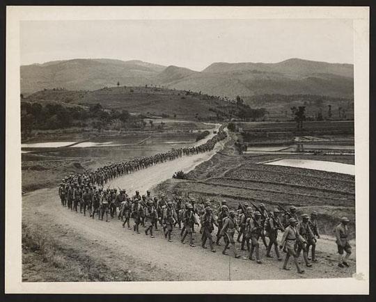 Chinesische Truppen 1943. Foto von Franc Cancellare (Dank an Library of Congress, Wash. D.C.)