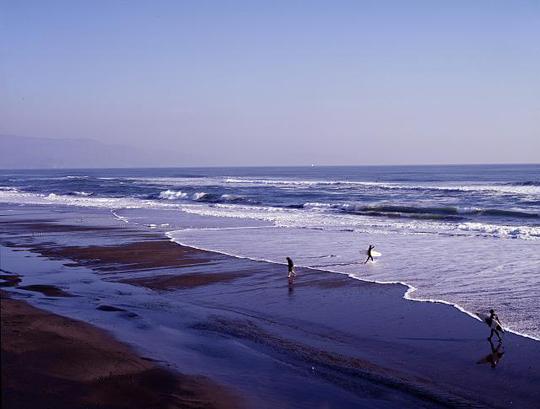 Surfer an der kalifornischen Küste. Ebenfalls von Carol M. Highsmith, 2013. Library of Congress, Wash. D. C: