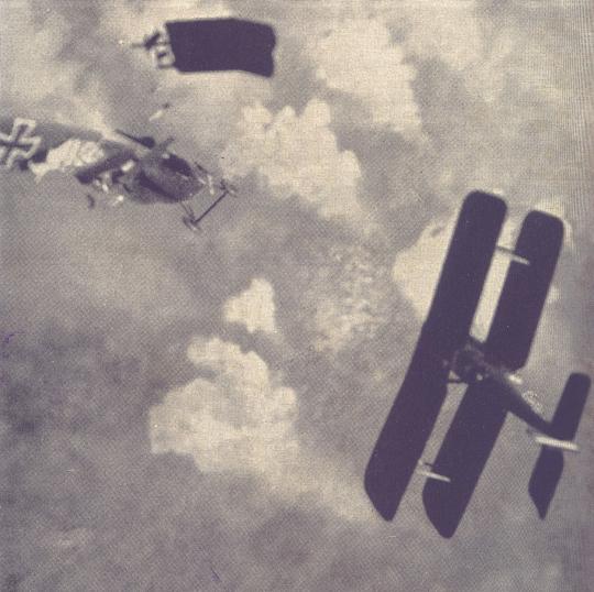 Niederlage! Ein deutsches Flugzeug stürzt zerschossen ab