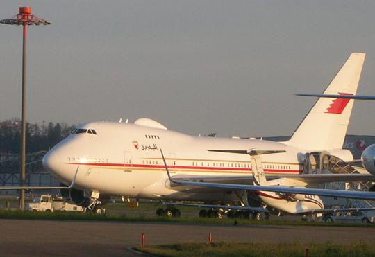 Ein Jumbo aus Bahrain, also eine Boeing 747 war es, was ich zunächst für einen Airbus A-380 gehalten hatte. Als Planespotter muss ich noch viel lernen.