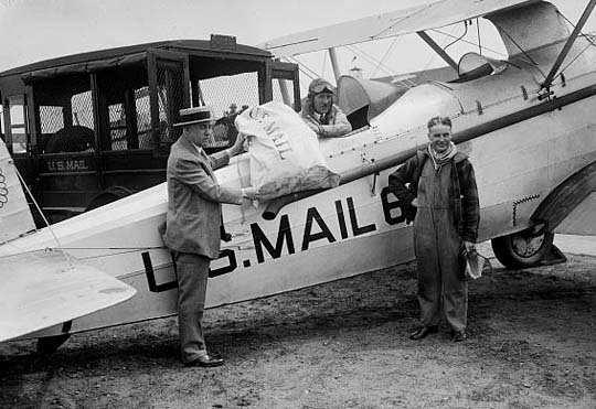 Post für Charles Lindbergh nach seinem Atlantikflug 1927. (Fotografen: Harris & Ewing, courtesy by Library of Congress, Wash. D. C.)