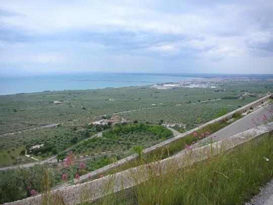 Die Serpentinen hoch nach Monte S. Angelo