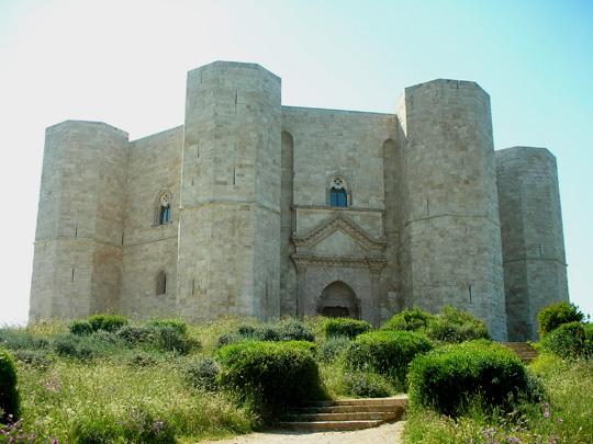 Cstel del Monte, im Landesinneren, die Residenz Friedrichs II.