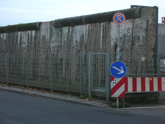Ein Stück der Berliner Mauer, gesehen daselbst vergangenes Jahr