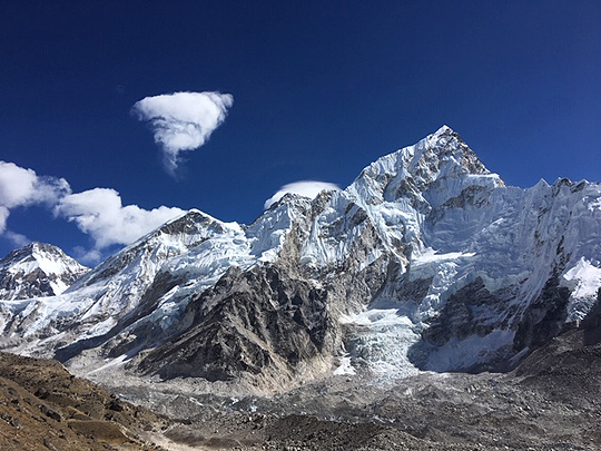 Bemerkung von Giovanna: entstanden am 11. November 2018 um 10:51 Uhr, 10 km Luftlinie vom Everest entfernt, Höhe: 5250 Meter