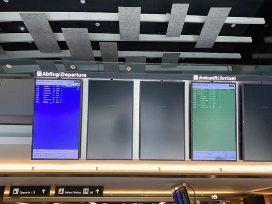 Zehn Abflüge, zehn Ankünfte. Flughafen Zürich