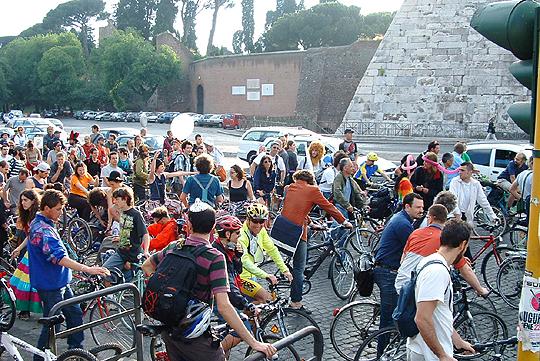 Die Linke und das Fahrrad: Demonstration in Rom, 2000