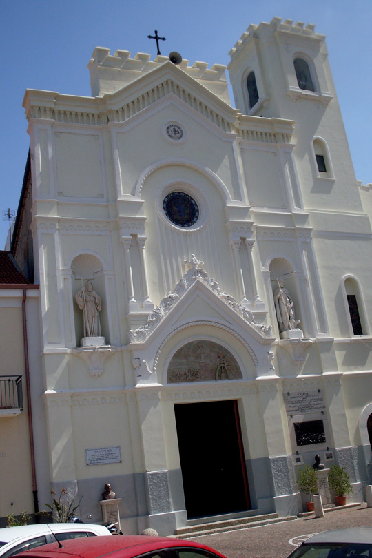 Fassade der Kathedrale von Pizzo am Meer