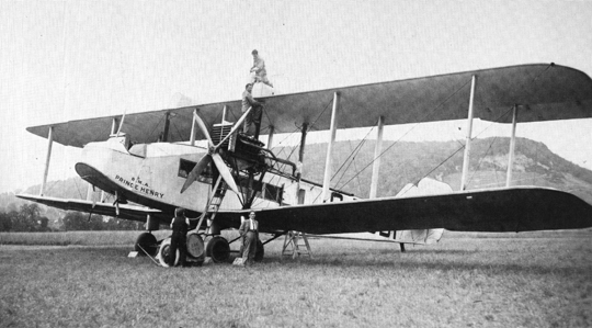 """Am 14. August 1923 besuchte die Passagiermaschine Handley-Page """"Prince Henry"""" W 8 Basel. Zwei Motoren zu je 360 PS, 12 Passagiere."""