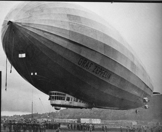 """Alles habe damals von den """"silbrig glänzenden Ungetümen"""" geschwärmt, steht im Kapitel Zeppelin- und Ballonfreuden"""