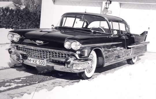 Schön, de Cadillac. Das war um 1955, sowas hatte der Financier Münemann in München. Heute haben viele sowas.