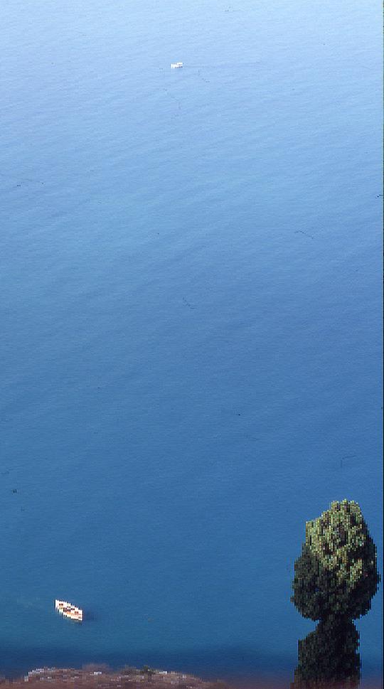 Auch da ist was außer Wasser: Blick von der sizilianischen Küste