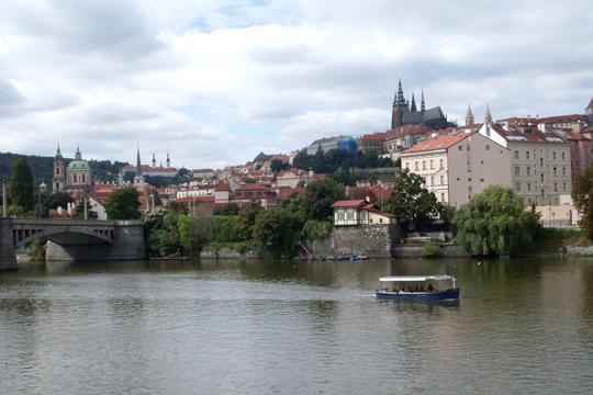 Da drüben, jenseits der Moldau, weniger los? Hradschin und die Kleinseite