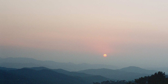 Algeriens Berge im Dunst