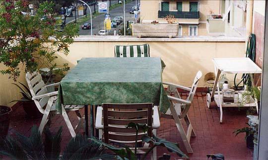 Die Terrasse mit Blick auf die Viale dei Colli Portuensi
