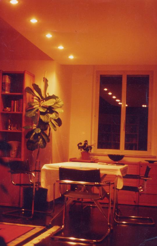 Wohnzimmer im warmen Abendlicht